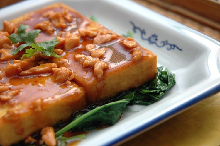 http://travelyuk.files.wordpress.com/2010/06/tahu-pocay-ayam-cincang.jpg