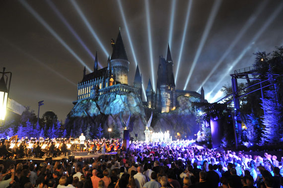 http://travelyuk.files.wordpress.com/2011/07/wizarding-world-harry-potter-grand-opeing-1.jpg